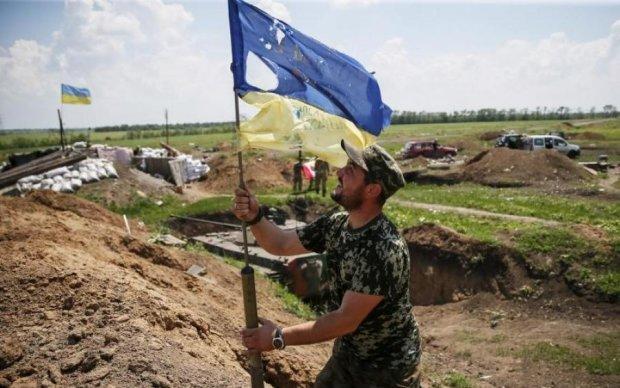 На Донбассе изуродовали памятник украинским героям