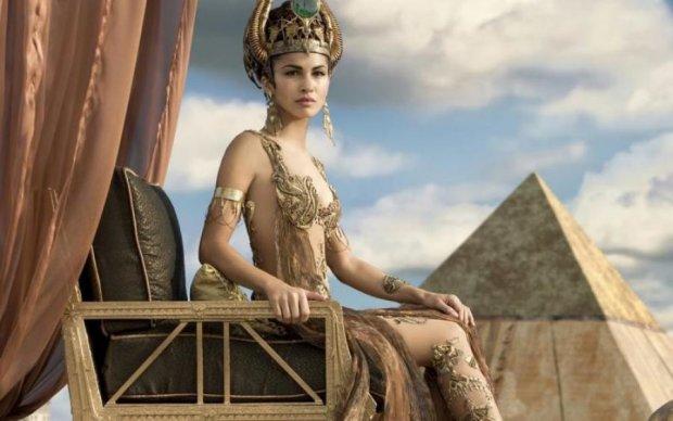 Кровь коровы, мышьяк и фекалии: как древние женщины выживали без салонов красоты