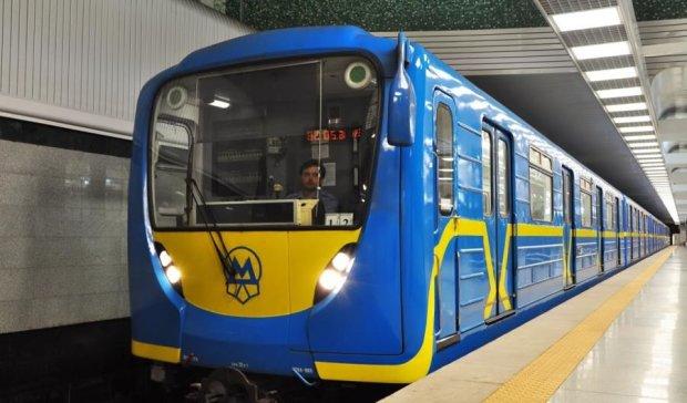 В Киеве эвакуировали две станции метро