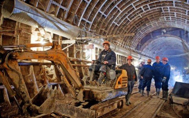 НЕВЖЕ?! Киянам сказали, чому немає метро на Троєщину
