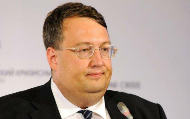 Геращенко зізнався, що іноді розмовляє з Лексусом