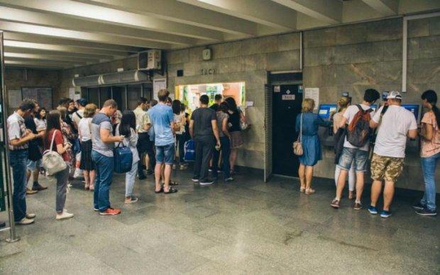 Гігантські черги і паніка: у київському метро щось відбувається
