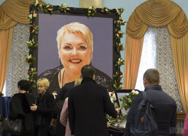 """Актеры """"Дизель шоу"""" запустили флешмоб памяти Поплавской, рыдает вся страна"""