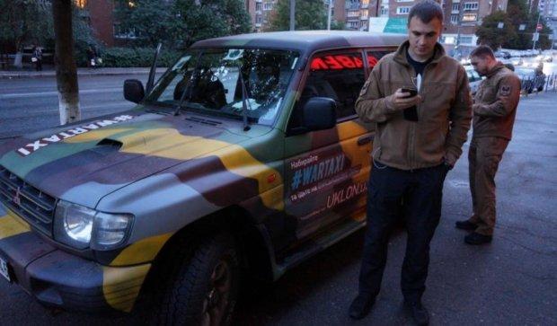 """Як ми каталися на військовому таксі: свист куль і тариф """"фронтовий"""""""