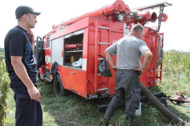 Київщина у вогні, рятувальники мчать зі всього регіону: хто може опинитися під ударом