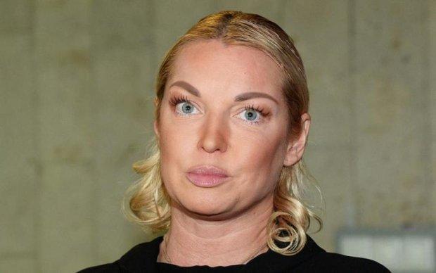 Жінка - циркуль: Волочкова в рожевих стрінгах викрутилася навиворіт