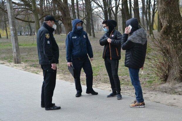 На Львовщине копы оштрафовали сотни нарушителей карантина - минус две зарплаты за маску