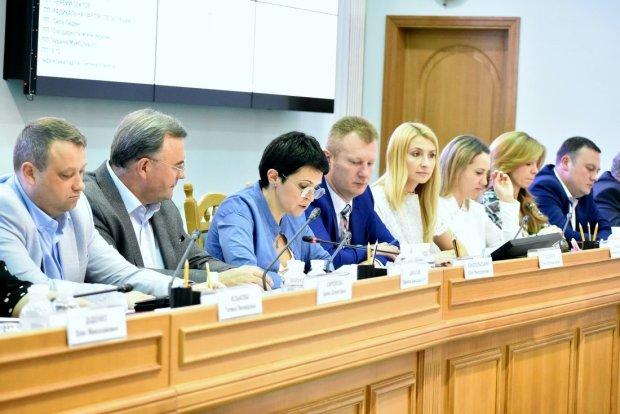 """Множество """"слуг народа"""": кандидатов в Раду начали массово """"клонировать"""", украинцев призывают быть внимательными"""