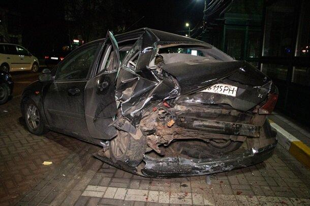 Машины раскидало по улице, потерпевшие борются за жизнь: гонки с копами закончились искалеченными жизнями