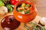 Сытное и аппетитное блюдо для всей семьи: курица с овощами в горшочке
