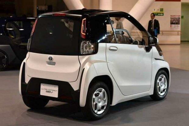 Toyota представила электрокар размером с мопед: фото