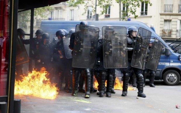 У Парижі затримали трьох протестувальників: відео
