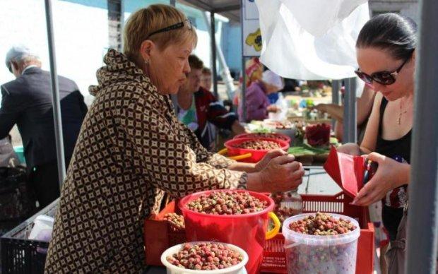 Сезонне жлобство: ціни на ягоди довели українців до інфаркту