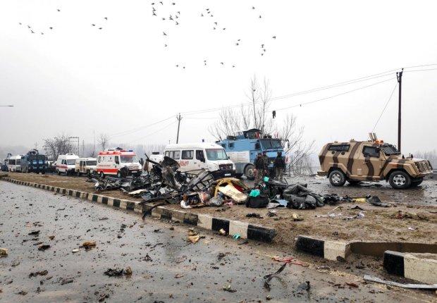 Автобус с пассажирами подорвался на мине: трагедия унесла десятки жизней