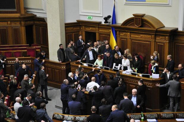 Верховна Рада, нардепи заблокували трибуну та крісло спікера - фото Знай.ua