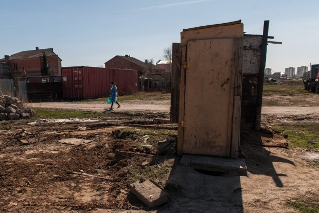 На Донбассе утопили в фекалиях боевиков