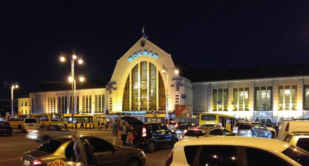 """Главный вокзал Украины заминировали: """"террорист"""" посягнул на жизни тысяч людей"""