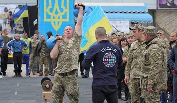 Военнослужащие Херсона соревновались за Кубок с кроссфита (фото)