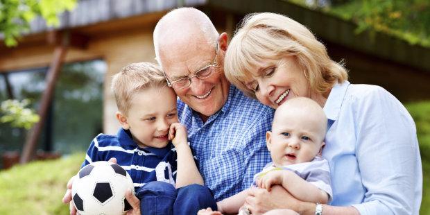Эксперты рассказали, почему опасно отдавать ребенка на воспитание бабушкам и дедушкам