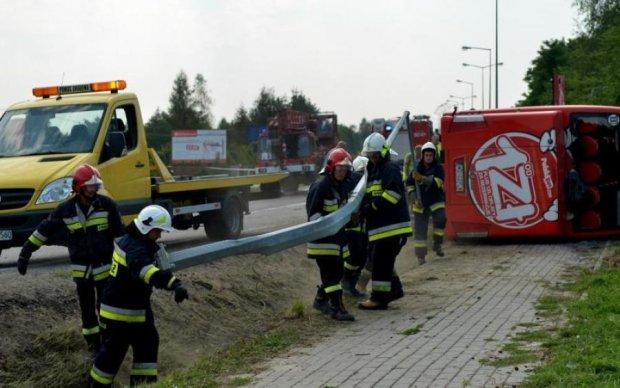 Автобус с украинцами разбился в Европе: трое погибли, полсотни раненых