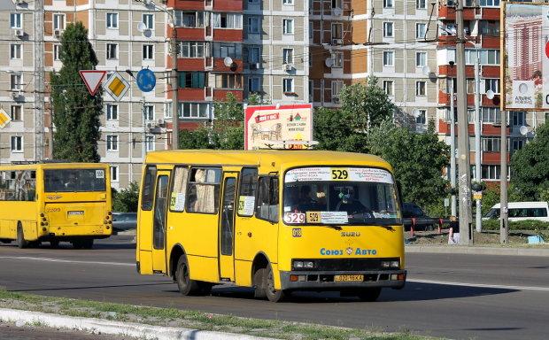 Під Дніпром двоє підлітків опинилися на капоті маршрутки: наздогнав просто на зебрі, подробиці