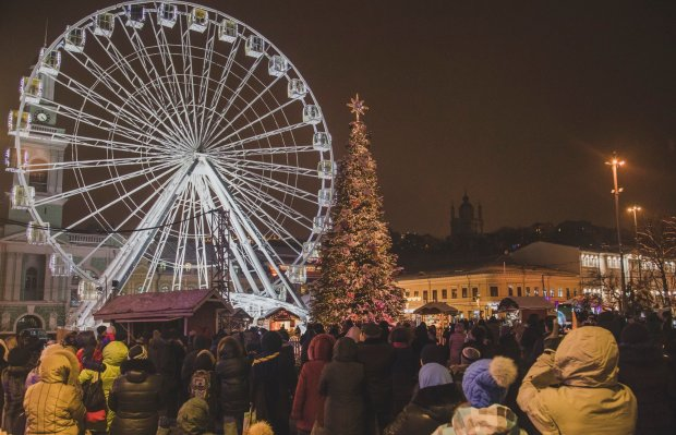 Люди застрягли на атракціоні просто в новорічну ніч, рятувальна операція тривала 8 годин: відео