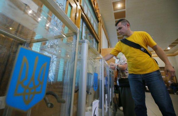 """Зе-двійники відібрали перемогу у справжніх """"слуг народу"""": в яких округах помітили лихе"""