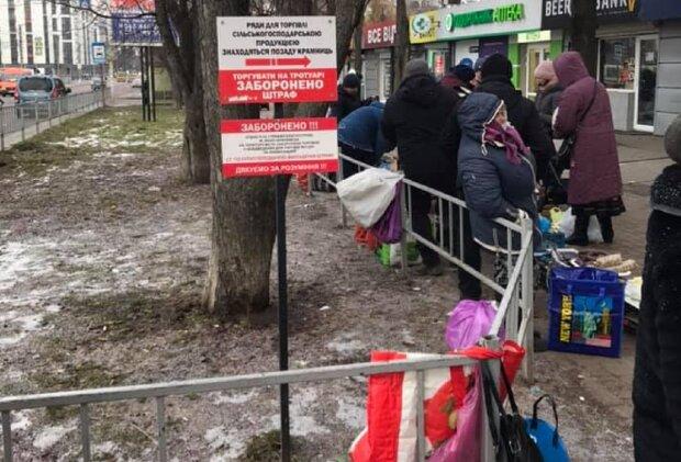 Пенсіонери у Франківську, фото: Facebook Комуналка ІФ