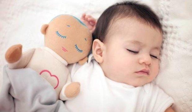 Лялька Луллі заміняє немовлятам маму