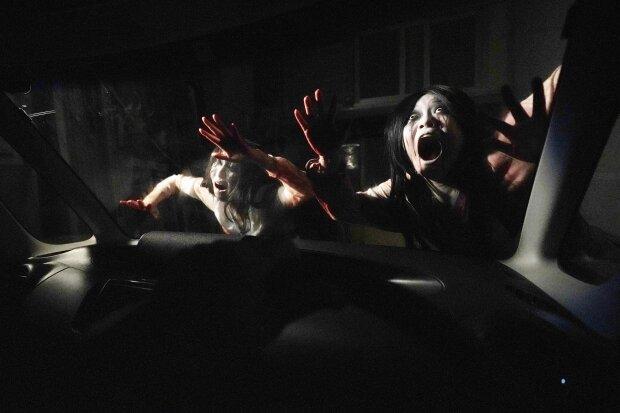 В Японии появился гараж с привидениями, полный зомби: жуткие кадры изнутри