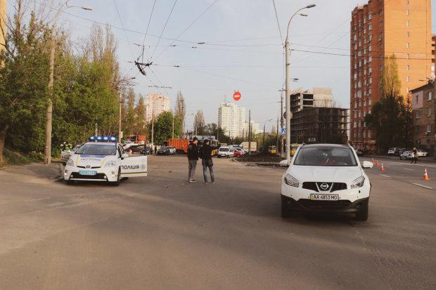 У Києві горе-водій збив маленьку дівчинку і втік: пролетіла п'ять метрів і повалилась