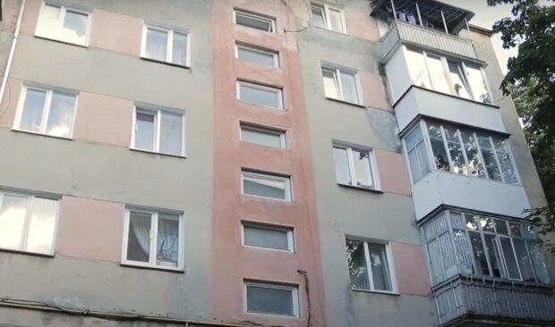 Тернополяни б'ють на сполох через тріщини в будинку-під'їзд відокремився, скоро завалиться