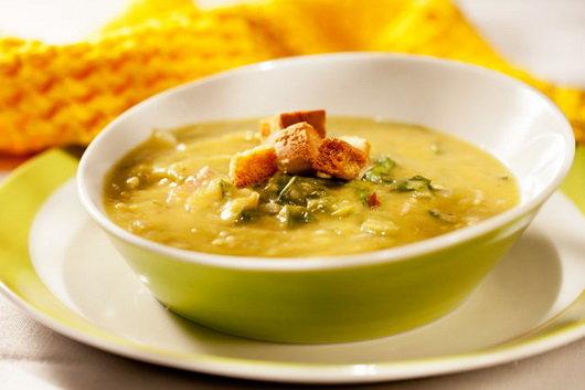 Классический гороховый суп с курицей
