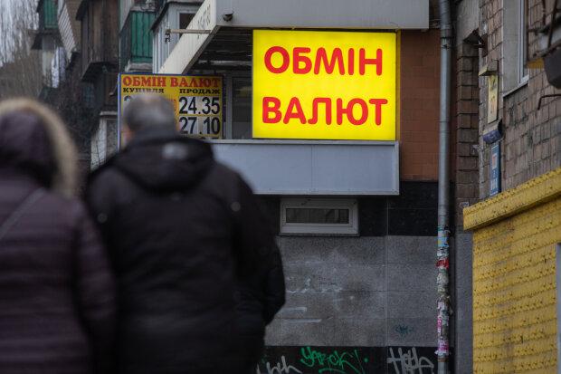 Курс валют на 3 марта заставил доллар и евро сесть в лужу