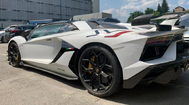 Lamborghini Aventador, фото: Facebook