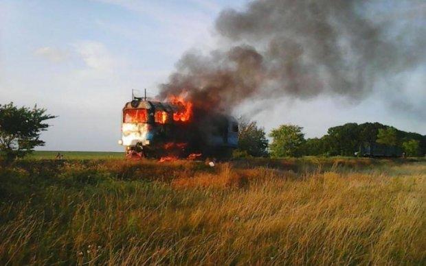 """Пожежа """"заблокувала"""" поїзди під Києвом"""