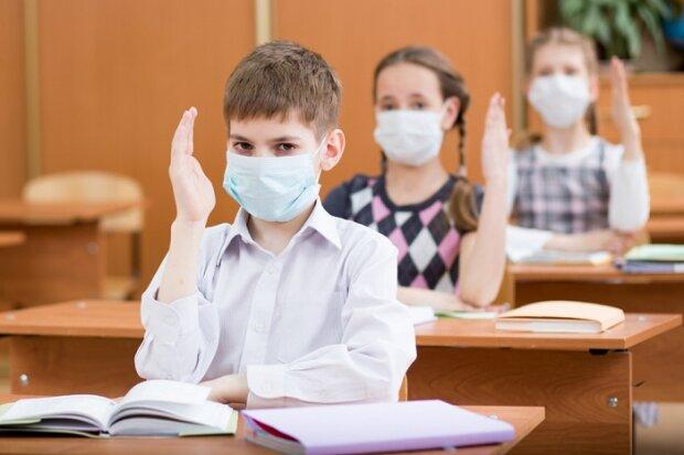Коронавірус? У Дніпрі школи масово зачиняють на карантин, медики попереджають про найстрашніше