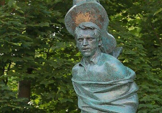 Костям Высоцкого не давали покоя: могила великого поэта стала причиной баталий