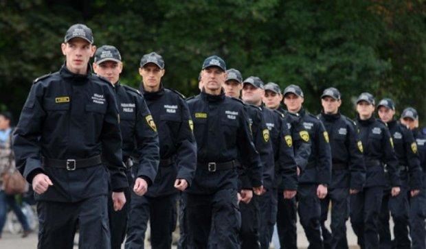 Латвия не будет вооружать полицейских автоматами