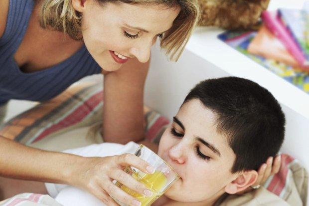 Как справиться с пищевым отравлением: симптомы и первая помощь
