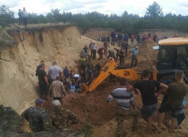 Рівненщину приголомшила трагедія: тонни піску поховали малюків заживо, врятували не усіх