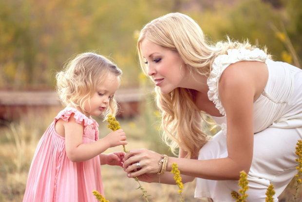 Психолог назвала фрази, які кожен з батьків повинен сказати дитині: вони можуть врятувати життя