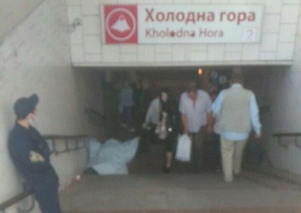 У Харкові біля метро знайшли бездиханне тіло - думали відпочиває
