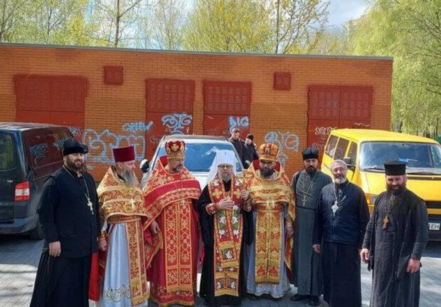 Священники УПЦ повезли Благодатний вогонь у зону ООС