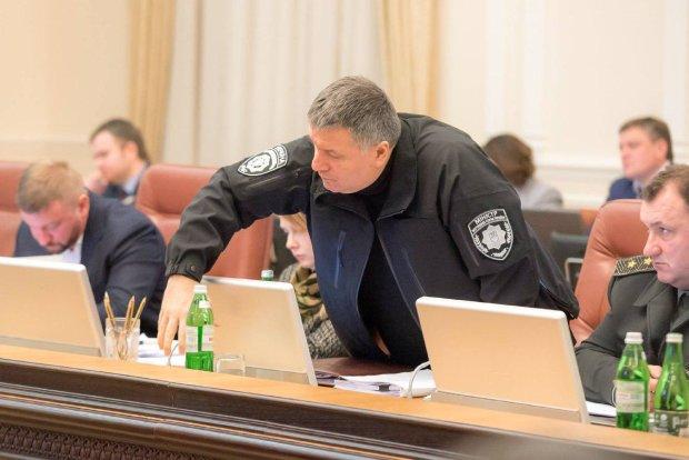 Аваков срочно обратился к кандидатам в президенты: Украина погибнет, пора остановиться