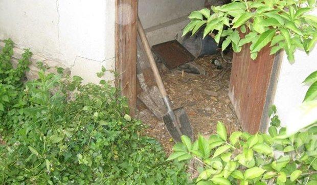 Чоловік закопав на городі вбитого ним вітчима