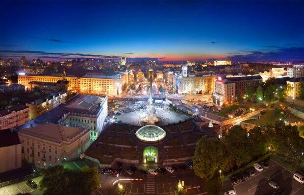 """Неизвестные паразитируют на крышах Киева, даже коммунальщиков не пускают: """"Начнется замес"""""""