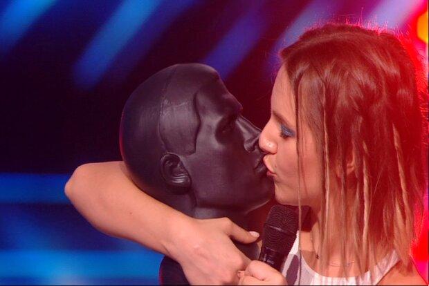 """Участница """"Х-фактора"""" хотела подкупить Данилко поцелуями: """"Это очень плохо"""""""