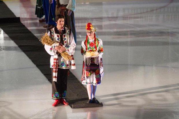 Українська ніч: канадські хокеїсти вийшли на лід у вишиванках