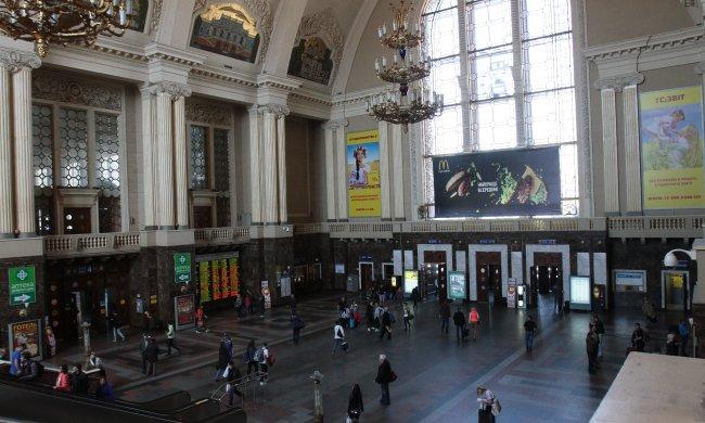 На киевском вокзале орудует банда воровок, оставят вас голыми и босыми: берегите кошельки